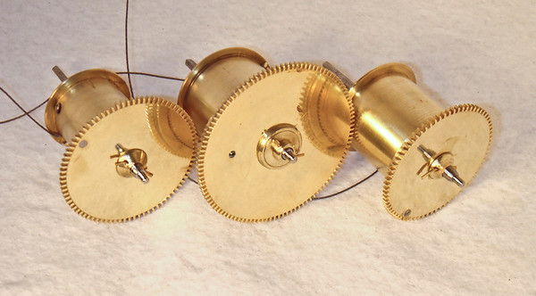 Very unusal to see winding drums like these on a Viennese regulator