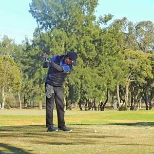 Bob Pillay (Dunheved GC) in action during the WSRVGA Inter-Club at Richmond GC in July. Western News 2nd August, 2019