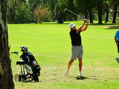 Col Kenning (Kiama GC) in action at Dunheved GC during the second round of the 2018 NSWVGA Stroke-Play Championships The Senior Newspaper February 2019 edition