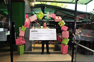 O'donoghue's Emu Plains Licensee Nixon Hamilton with the $18,000 cheque donated to the Rural Fire Service. Nepean News 19th December, 2019