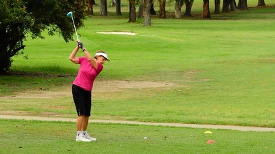 Herta Eisbacher in action at Leonay GC's Four-Person Ambrose Christmas Event Nepean News 6th December, 2018