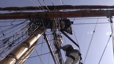 Crew climbing Hawaiian Chieftain's shrouds. Video by Jim Beer, TallSky Videography, Springfield, Ore. https://www.youtube.com/user/TallSky Except for brief excerpts for educational purposes or for news and information broadcasts or webcasts, this video may not be used for commercial purposes without the written consent of GHHSA.