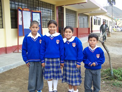 Zuinmy (second from right) at school in La Florida, Peru