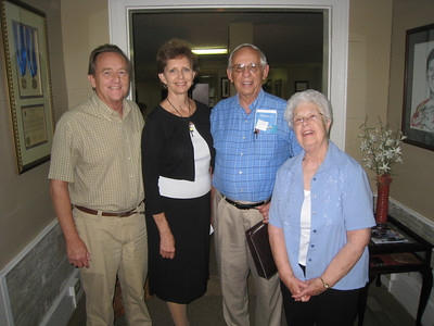 2009 09-22 Edgar Stoesz, former Habitat for Humanity International board president and friend of Fuller Center visits with wife Gladys. L-R: David Snell, Linda Fuller, Edgar and Gladys. staff photo