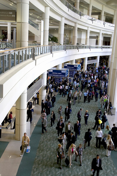 Orlando, FL - ASCO 2005 - Attendees in the atrium here today, Saturday, May 14, 2005 at the American Society of Clinical OncologyÕs (ASCO) 41st Annual Meeting at the Orange County Convention Center in Orlando, Fla. The meeting attracts more than 25,000 oncologists, cancer researchers and cancer care professionals from more than 100 countries. Credit: Photo Courtesy © ASCO/Todd Buchanan 2004. ASCO Contact: Carrie Housman/Communications Dept.; 703-519-1423. Technical Questions: todd@toddbuchanan.com; 612-226-5154.