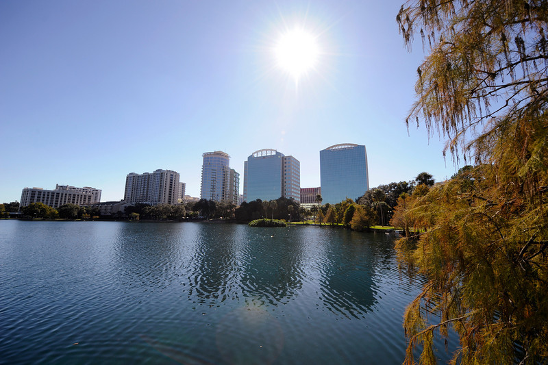 Orlando, FL - AHA 2009 2009 -  Views of Lake Eola in the city of Orlando are seen during the American Heart Association Scientific Sessions 2009 here today, Sunday November 15, 2009.  Photo by © Phil McCarten 2009. Photo/Technical Questions: todd@toddbuchanan.com; Phone: 612-226-5154.