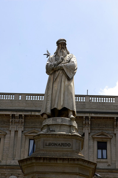 Milan, Italy - ESH 2007 - General views of Statue of Leonardo DiVinci, here today Saturday June 16, 2007 during the European Hypertenison Society's 17th European Meeting on Hypertenison. The meeting attracts more than 6,000 physicians, researchers, and health professionals from over 90 countries. Date: Saturday June 16, 2007. Credit: Photo Courtesy © Prous/Todd Buchanan 2007. Technical Questions: todd@toddbuchanan.com; 612-226-5154.