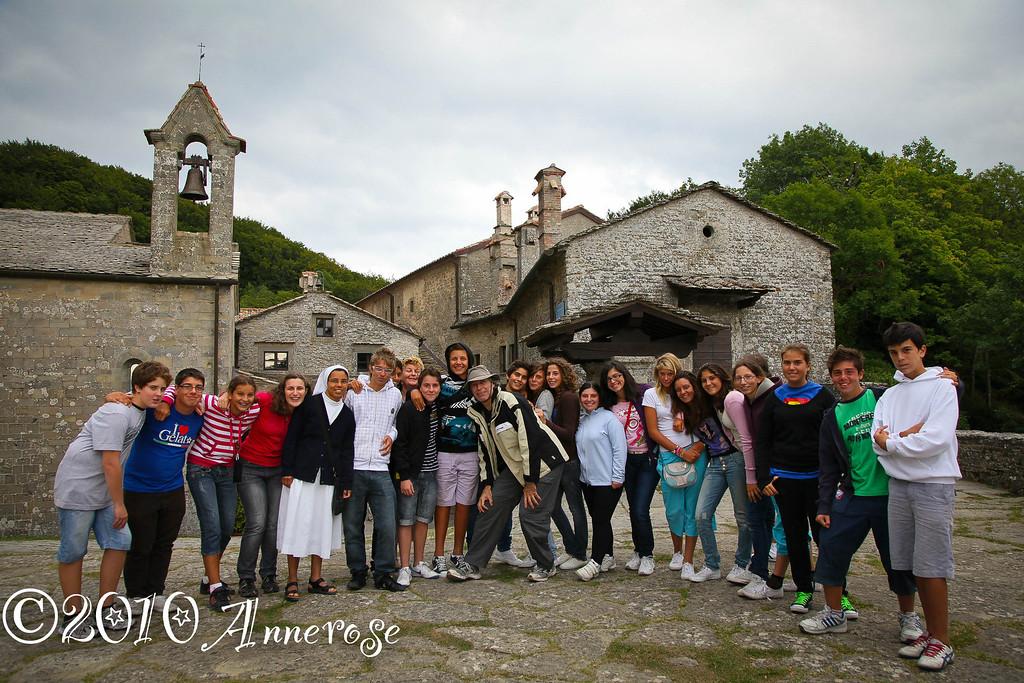 Italienische Jugendgruppe in La Verna