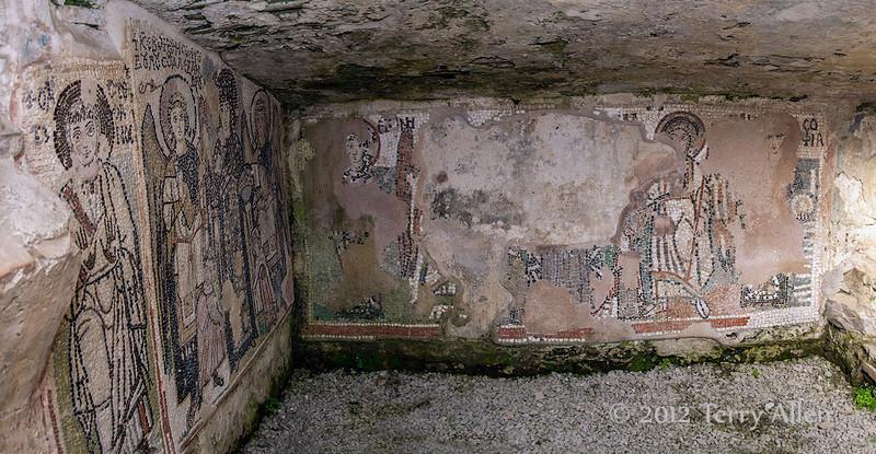 Mosaics,-small-Byzantine-chapel,-Amphitheater-of-Durres,-Albania
