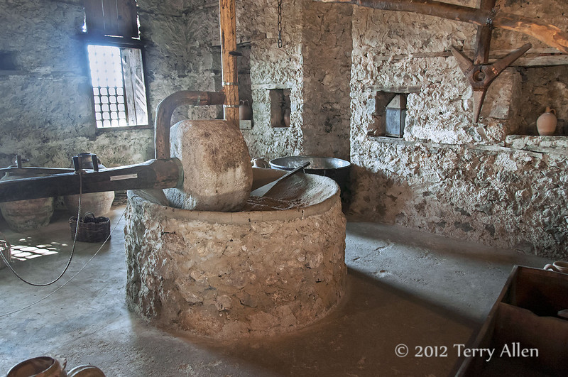 Grinding-stone-Skanderbeg-museum,-Kruja,-Albania