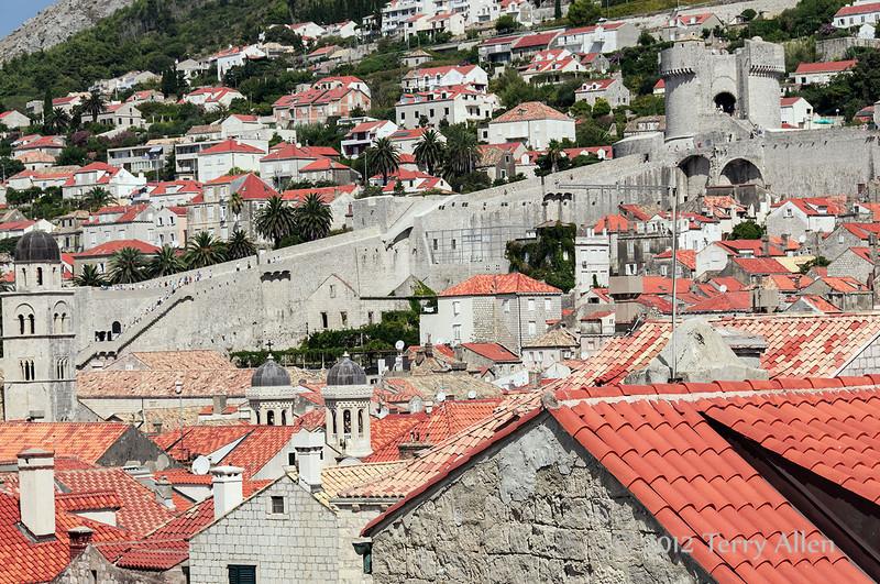 City-walls-&-old-town,-Dubrovnik,-Croatia