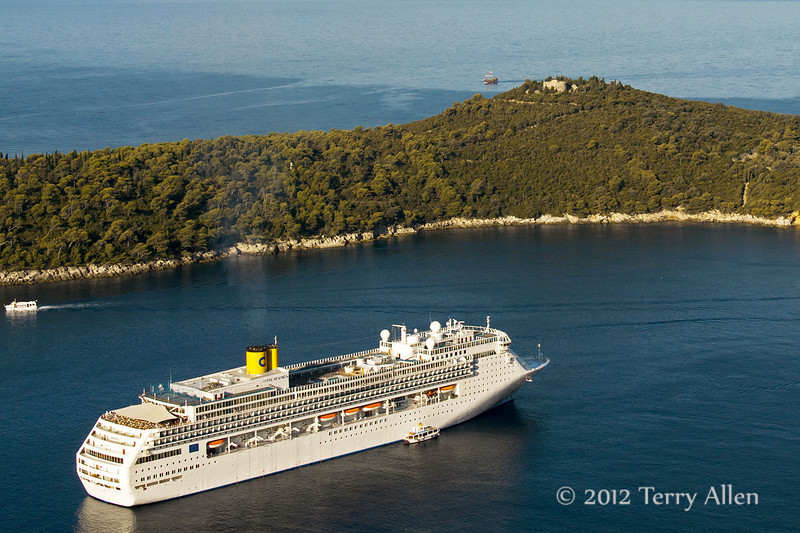 Cruise-ship-off-Lokrum-Island,-Dubrovnik,-Croatia