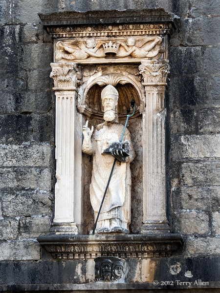 Statue-of-St.-Blaise,-Pile-Gate,-Dubrovnik,-Croatia