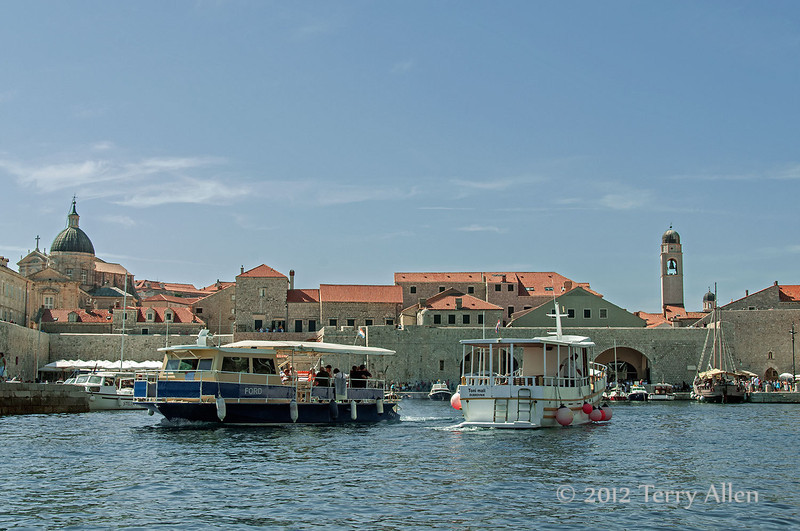 Dubrovnik-harbour-&-city-walls-2,-Croatia