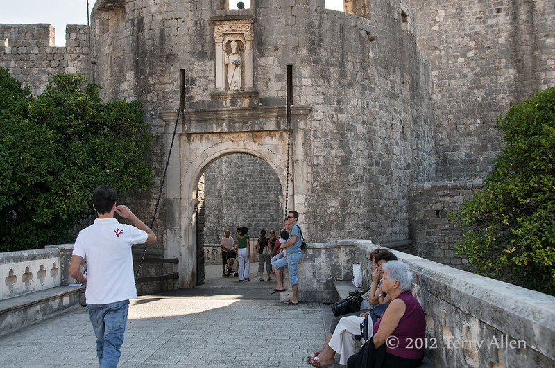 Pile-gate,-St-Blaise-statue,-Dubrovnik,-Croatia