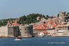 Dubrovnik-harbour-&-city-walls,-Croatia