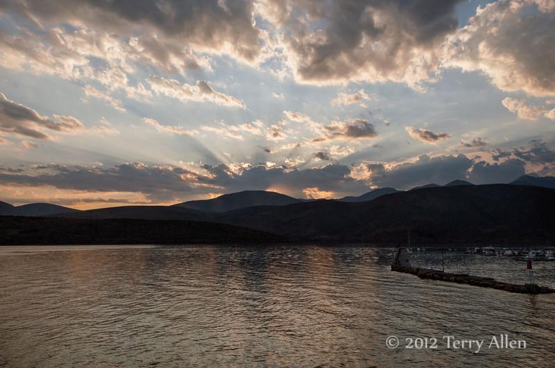 Sunset-with-God's-rays-1,-Gulf-of-Corinth,-Greece