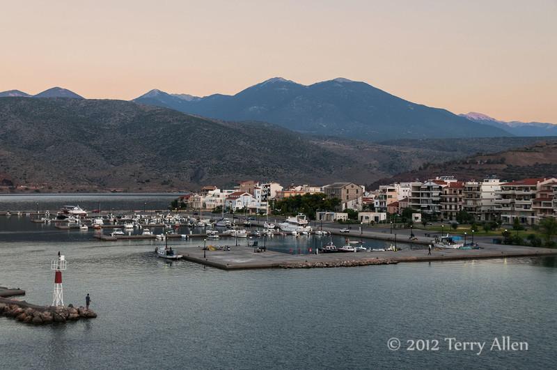 Itea-harbour-at-dawn,-Greece