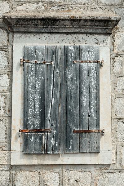 Old-wooden-shutters,-Perast,-Montenegro