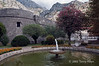 Kotor-city-walls-&-fountain,-Montenegro