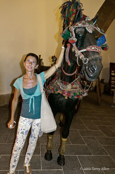 'Wine'-horse-statue,-Cantine-Floria,-Marsala,-Sicily