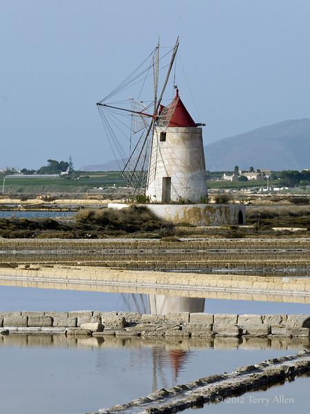 Windmill-2,-Stagnone-lagoon,-Marsala,-Sicily