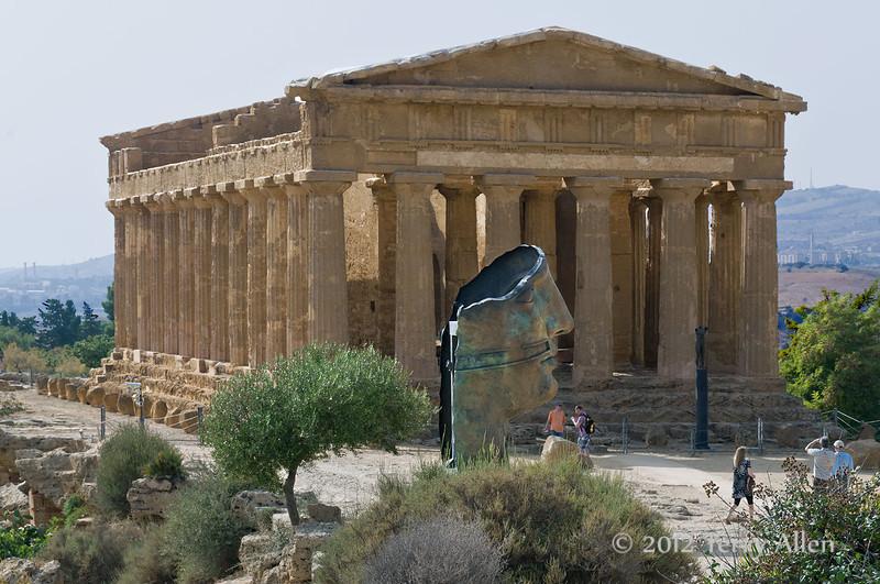 Temple-of-Concord,-Igor-Mitoraj-Icarus-head,-Agrigento,-Sicily
