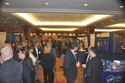 Members enjoy the Welcome Reception.