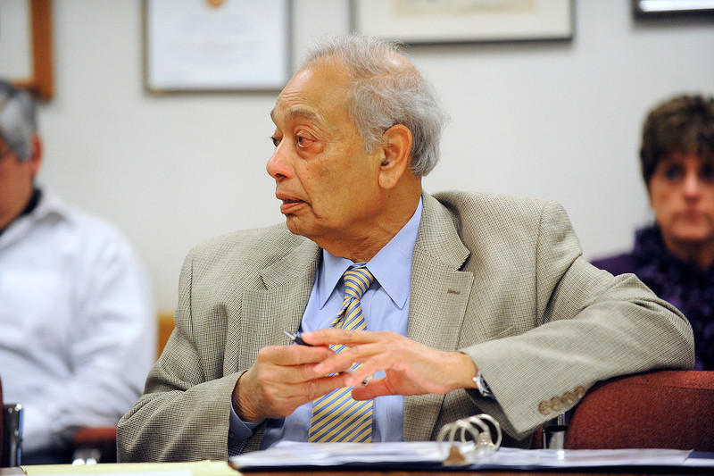 Mo Kahn, administrator of the Montachusett Regional Transit Authority, who has been put on paid administrative leave, talks during Wednesday's emergency meeting at MART in Fitchburg. Kahn was put on leave over concerns he was collecting both a pension and a full-time public salary in violation of state law.<br /> SENTINEL & ENTERPRISE / BRETT CRAWFORD