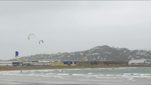 VIDEO  of kiteboarders in Lyall Bay, Wellington, New Zealand