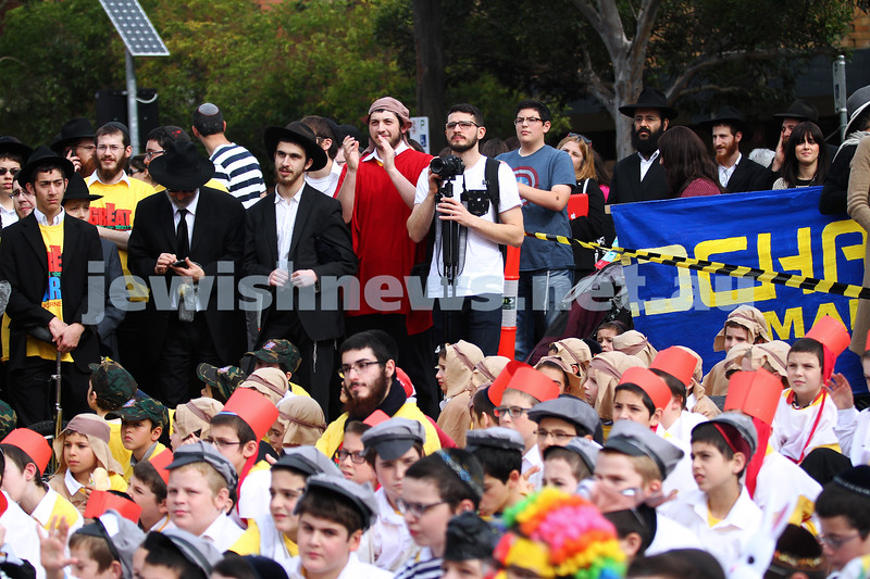 18-5-14. Lag B'omer 2014. Annual Lag B'omer parade along Hotham St.  Ren blending in. Photo: Peter Haskin