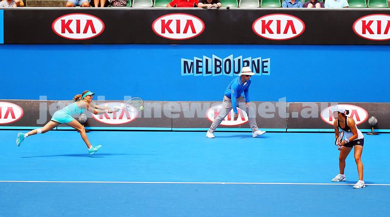 21-1-14. Australian Open 2014. Womens doubles. Qtr final. Shahar Peer (ISR) / Silvia Soler-Espinosa (ESP) lost to Raquel Kops-Jones (USA) [8] / Abigail Spears (USA) 4-6 0-6. Photos: Peter Haskin