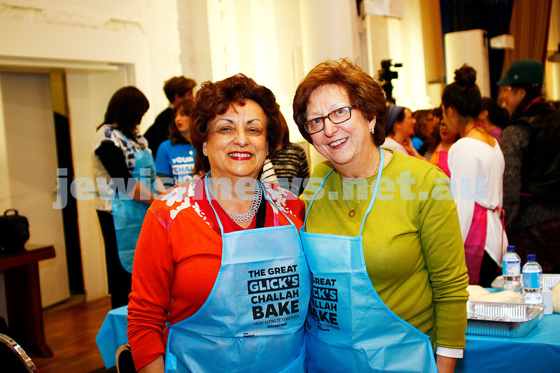 10-11-16. Shabbat Project. Glick's great challah bake at St Kilda Town Hall. Photo: Peter Haskin