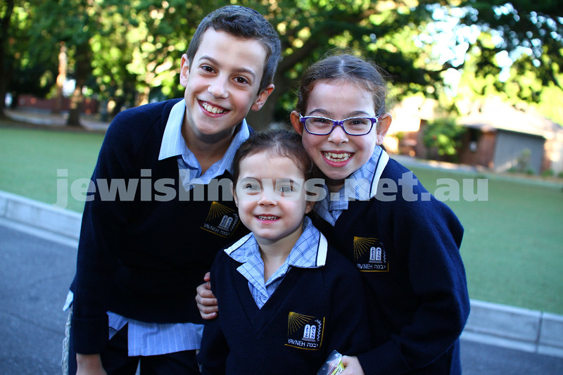 29-1-15. First day of school 2015. Leibler Yavneh College. From left Leor, Noa and Arielle. Middledorf. Photo: Peter Haskin
