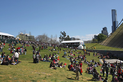 How Many Singaporeans Can You Fit into the Sidney-Myer Bowl? More than 12k