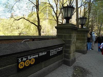 central park entrance / detail