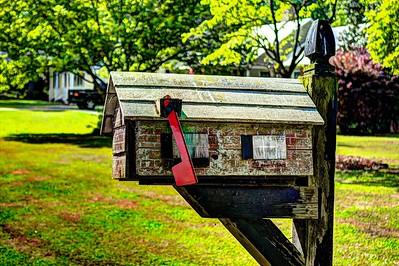 1 House mailbox