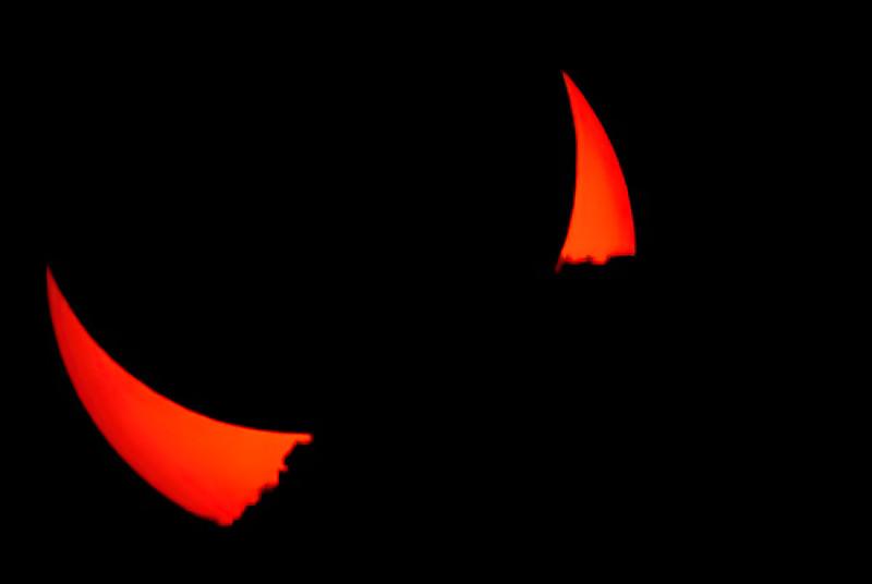 052012-2-Annular eclipse as sun sets