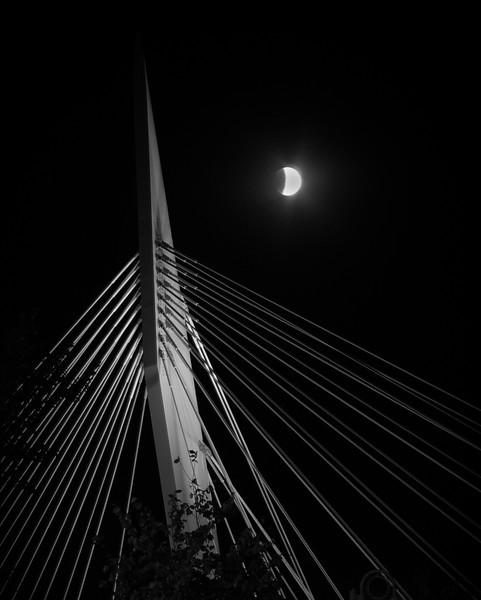 Esplanade Riel, full moon eclipse (Blood Moon), October 2015