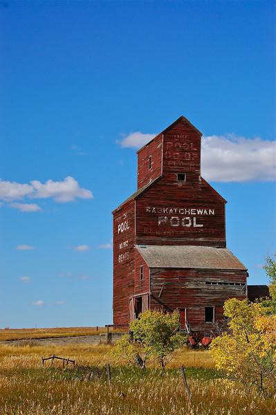 Bents,Saskatchewan,rural,fall,Ghost Town,Pool,elevator