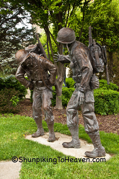 Grieving Soldiers, WW II/Korean War Memorial, Zanesville, Ohio