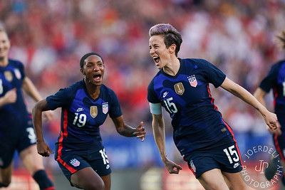 Megan Rapinoe (right) and Crystal Dunn of the USA celebrate their goal