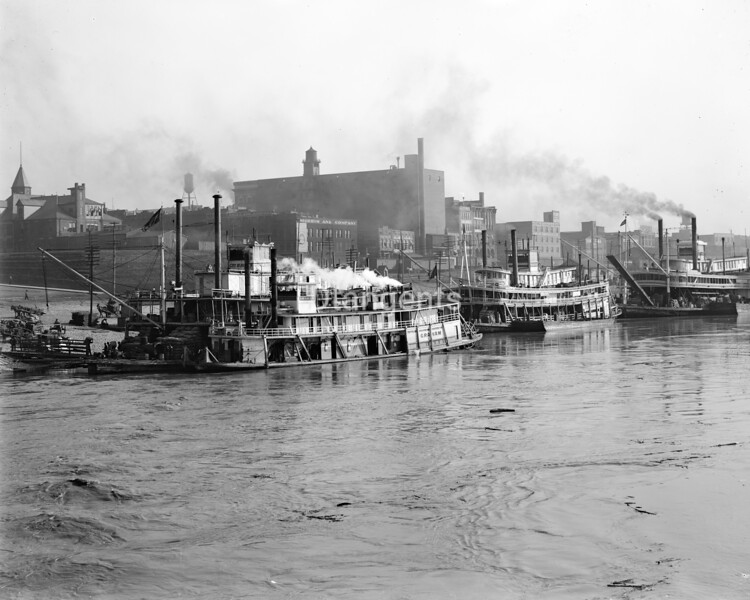 Memphis, Tenn., the levee from the ferry, between 1900 and 1910