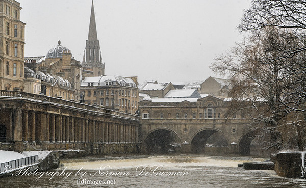Snowing on Pulteney Bridge on River Avon