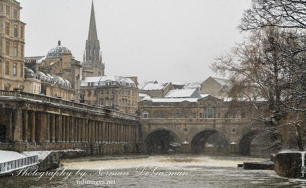 Snowing on Pulteney Bridge on River Avon