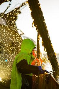 Danny fanger frelselinen, klar til at tømme posen i pavnen. L510 St. Anthony, Nordsøen