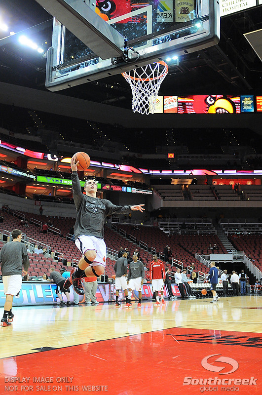 Louisville guard Elisha Justice (22) before the game.  At the KFC Yum Center in Louisville, Kentucky.