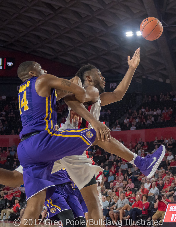 Yante Maten draws a holding call on LSU – Georgia vs. LSU – February 24, 2018