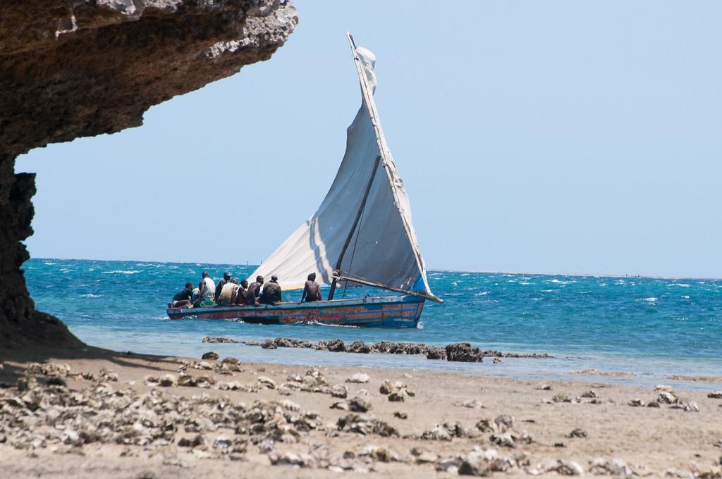 2009-41 Ilha de Moçambique. Sailors.