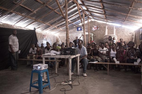 """2009-20 Beira - Presentation of the film """"teijas de aranha"""" in the bairro Praia Nova B."""